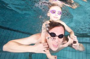 Lue Axelin perheen uintitarina Facebookista: